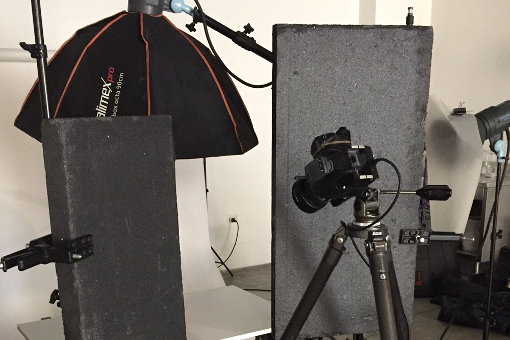 Studio flashes on stands in Milano rental photostudio.